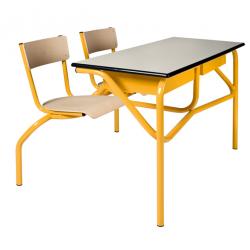 Table à sièges attenants