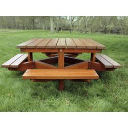 Table avec 4 bancs attenants en bois résineux naturel de traitement